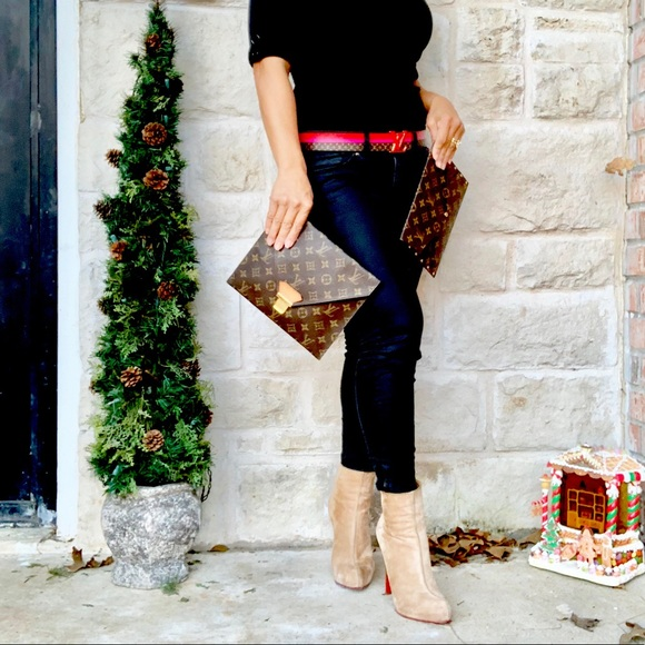 Louis Vuitton Handbags - 💯LOUIS VUITTON POCHES PLATES 23 MONOGRAM CLUTCH
